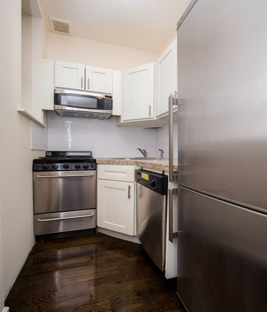 Studio, Yorkville Rental in NYC for $2,841 - Photo 2