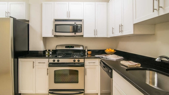1 Bedroom, Yorkville Rental in NYC for $3,805 - Photo 2