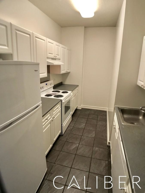 1 Bedroom, Hell's Kitchen Rental in NYC for $3,175 - Photo 2