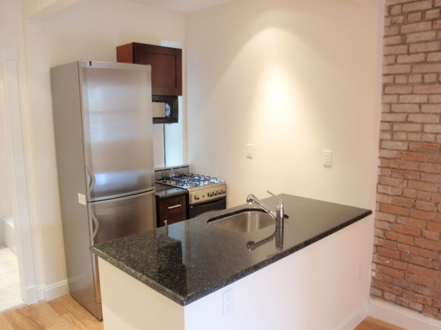 1 Bedroom, Yorkville Rental in NYC for $2,615 - Photo 2