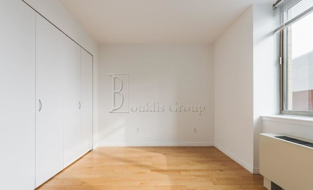 3 Bedrooms, Financial District Rental in NYC for $8,430 - Photo 1