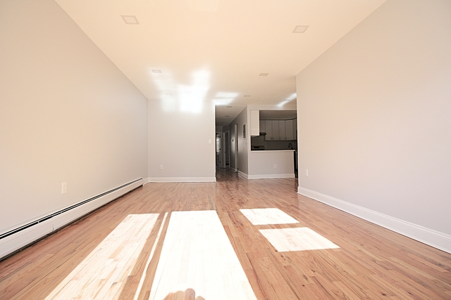 3 Bedrooms, Rego Park Rental in NYC for $2,999 - Photo 2