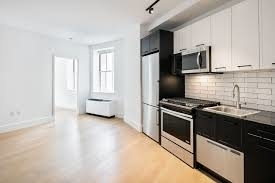 3 Bedrooms, Financial District Rental in NYC for $6,520 - Photo 2