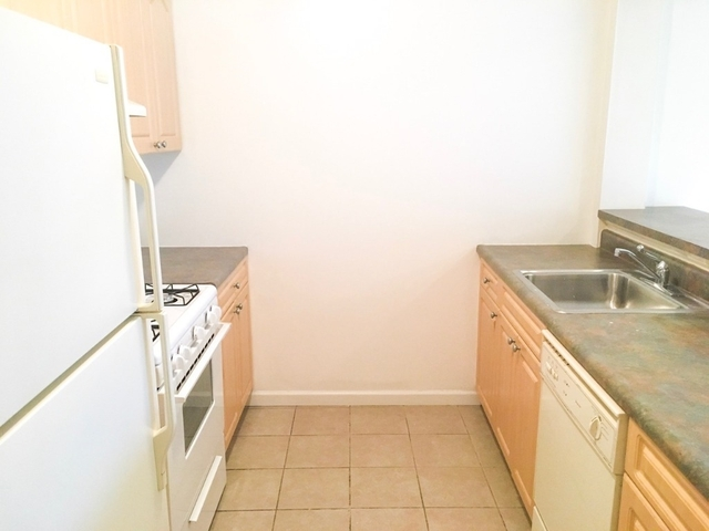 3 Bedrooms, Forest Hills Rental in NYC for $2,700 - Photo 2