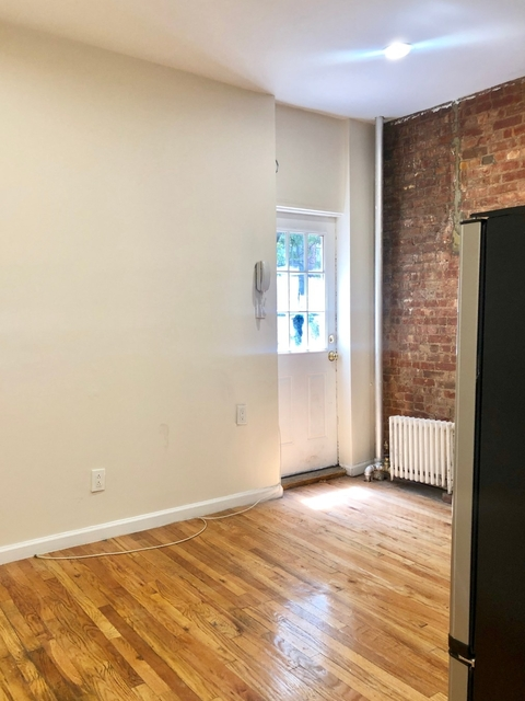 2 Bedrooms, Hell's Kitchen Rental in NYC for $3,495 - Photo 2