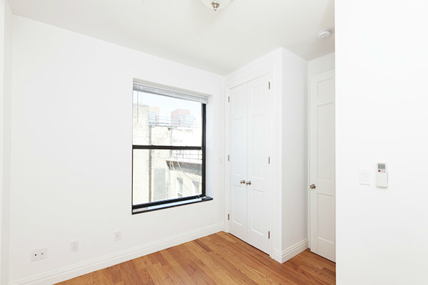 3 Bedrooms, Hell's Kitchen Rental in NYC for $4,900 - Photo 2