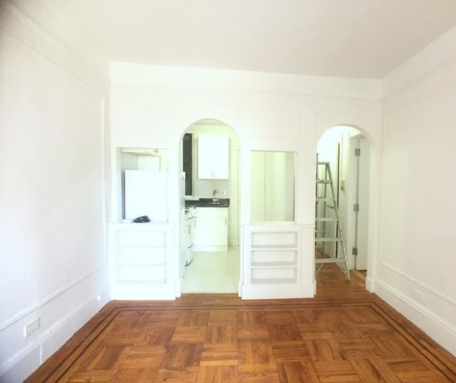 2 Bedrooms, Yorkville Rental in NYC for $2,570 - Photo 2