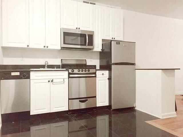 2 Bedrooms, Lincoln Square Rental in NYC for $3,200 - Photo 1