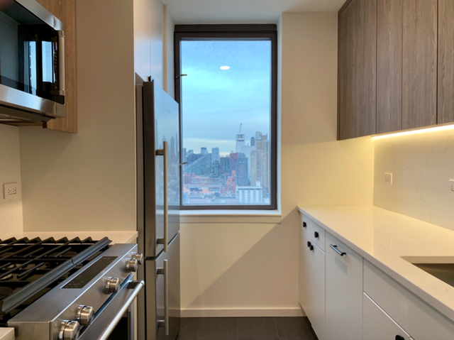 2 Bedrooms, Hell's Kitchen Rental in NYC for $4,385 - Photo 1