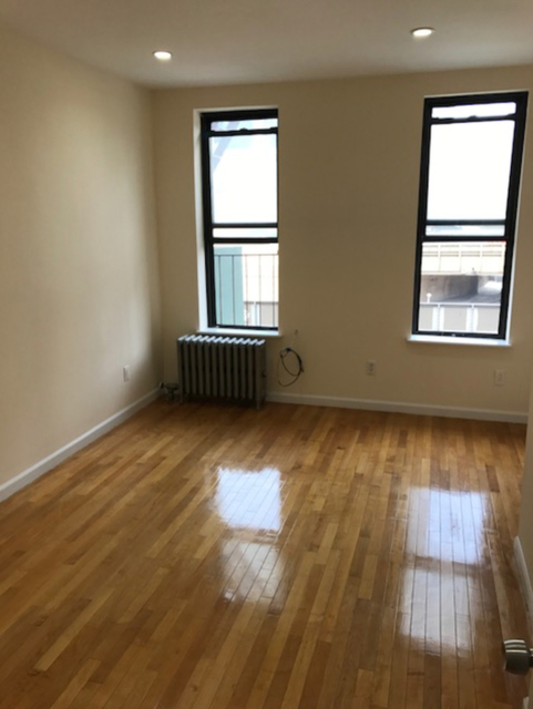 2 Bedrooms, Hell's Kitchen Rental in NYC for $3,000 - Photo 2