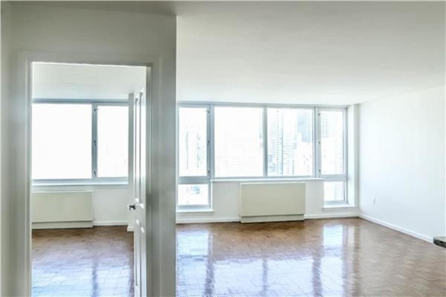 2 Bedrooms, Hell's Kitchen Rental in NYC for $5,675 - Photo 1