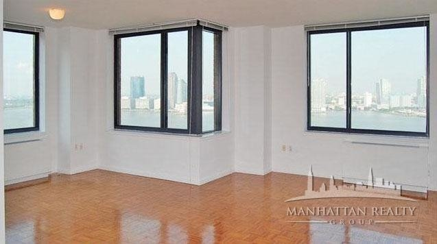 3 Bedrooms, Battery Park City Rental in NYC for $6,900 - Photo 2