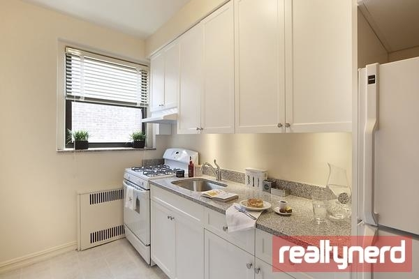 3 Bedrooms, Bay Ridge Rental in NYC for $2,945 - Photo 2