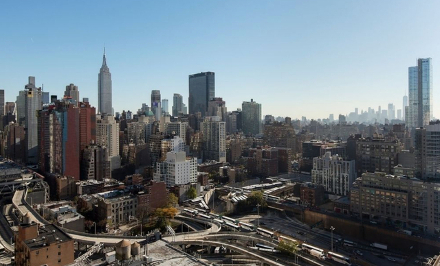 2 Bedrooms, Hell's Kitchen Rental in NYC for $5,499 - Photo 2