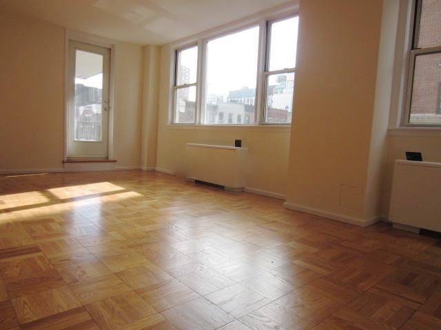 2 Bedrooms, Gramercy Park Rental in NYC for $5,795 - Photo 2
