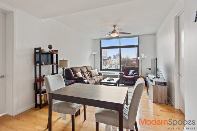 2 Bedrooms, Hunters Point Rental in NYC for $4,975 - Photo 2