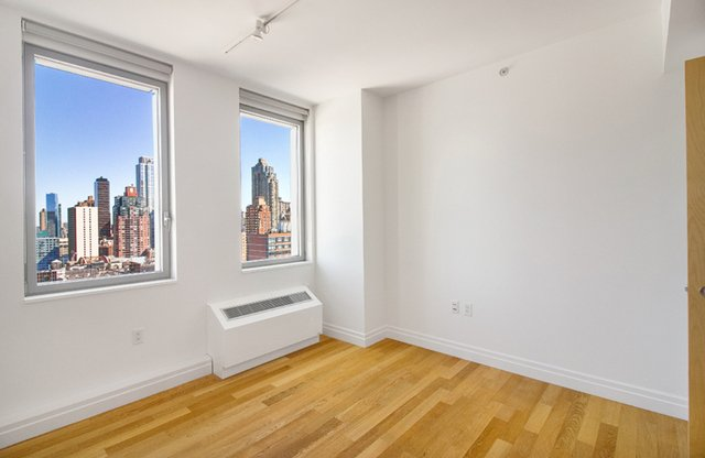 2 Bedrooms, Hell's Kitchen Rental in NYC for $5,408 - Photo 2