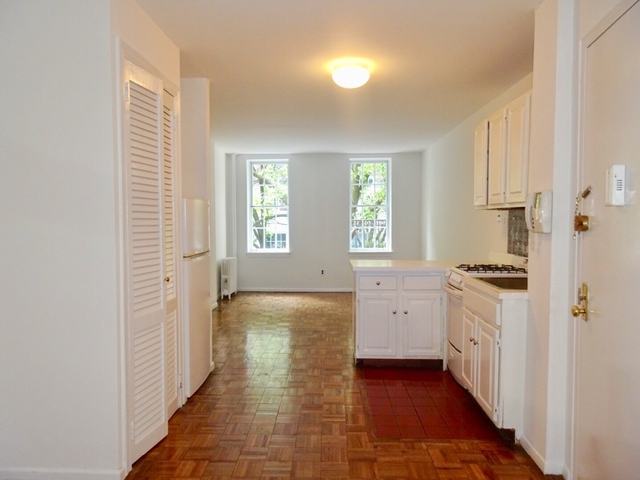 1 Bedroom, Yorkville Rental in NYC for $2,490 - Photo 2