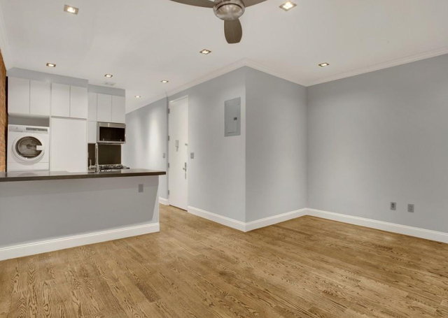 4 Bedrooms, Hell's Kitchen Rental in NYC for $6,299 - Photo 2