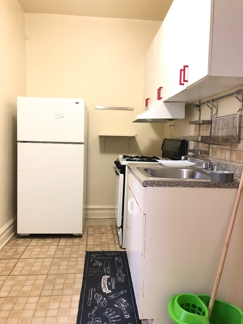 1 Bedroom, Ocean Parkway Rental in NYC for $1,700 - Photo 2