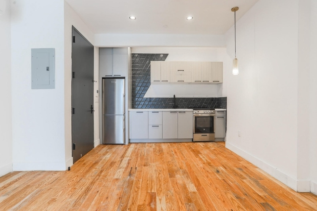 Room, Williamsburg Rental in NYC for $1,400 - Photo 2