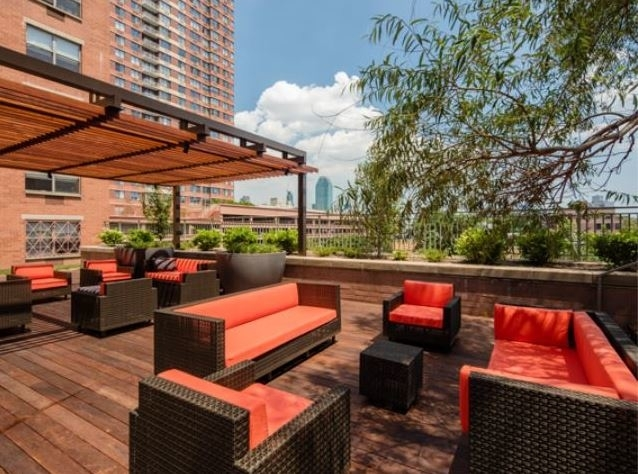 3 Bedrooms, Hunters Point Rental in NYC for $6,684 - Photo 2