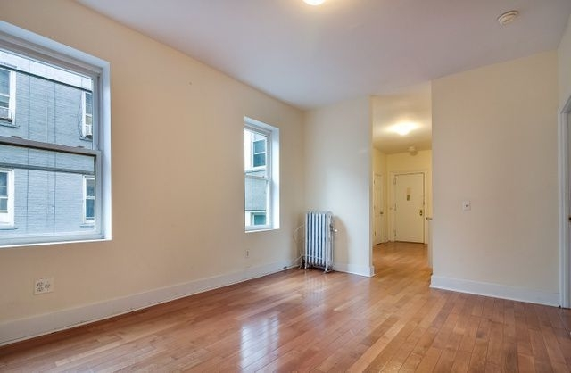 2 Bedrooms, Williamsburg Rental in NYC for $2,799 - Photo 2