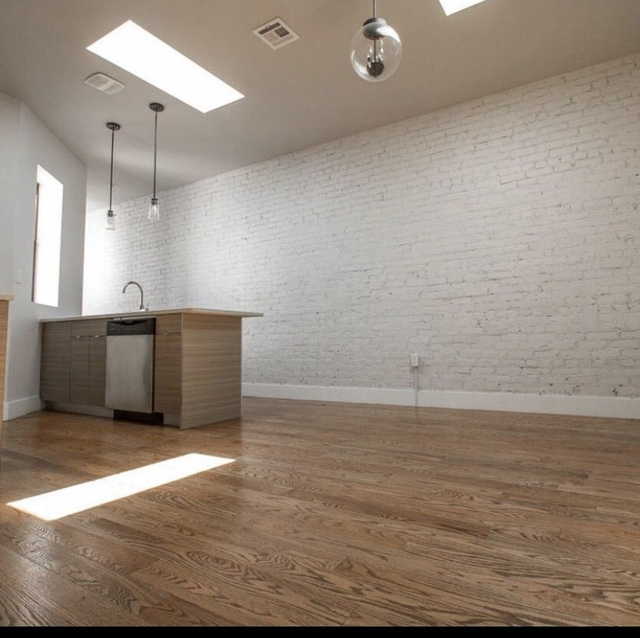 Room At 102 Rogers Ave Posted By Jacob Poore For