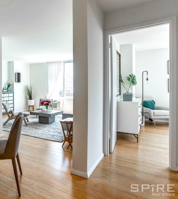 3 Bedrooms, Gramercy Park Rental in NYC for $5,801 - Photo 2
