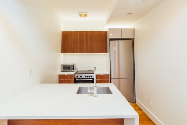 3 Bedrooms, Crown Heights Rental in NYC for $2,750 - Photo 2