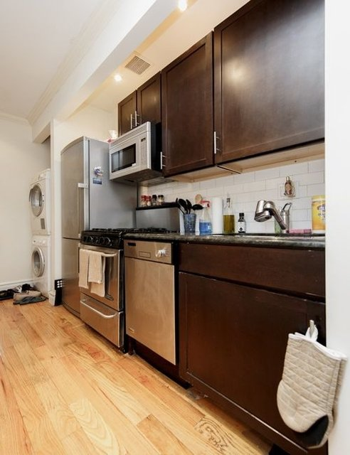 2 Bedrooms, Yorkville Rental in NYC for $3,346 - Photo 1