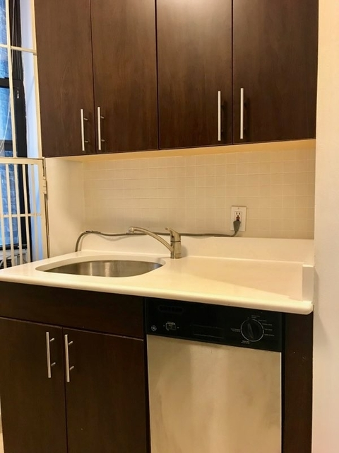 Studio, Carnegie Hill Rental in NYC for $1,795 - Photo 2