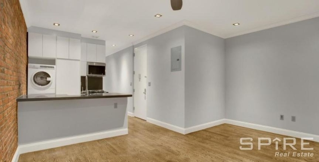 4 Bedrooms, Hell's Kitchen Rental in NYC for $6,996 - Photo 2