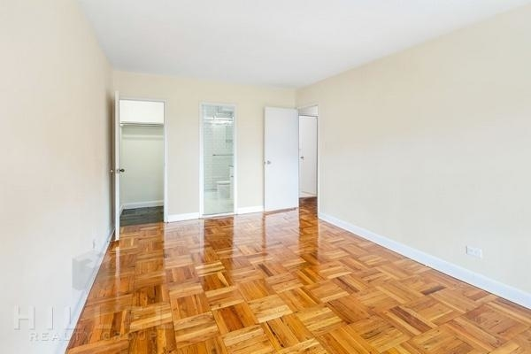 3 Bedrooms, Rego Park Rental in NYC for $3,375 - Photo 2