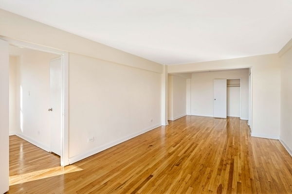 2 Bedrooms, Flushing Rental in NYC for $2,483 - Photo 2