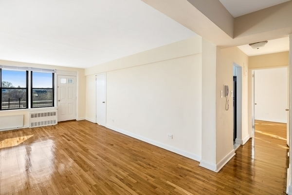 2 Bedrooms, Flushing Rental in NYC for $2,483 - Photo 1