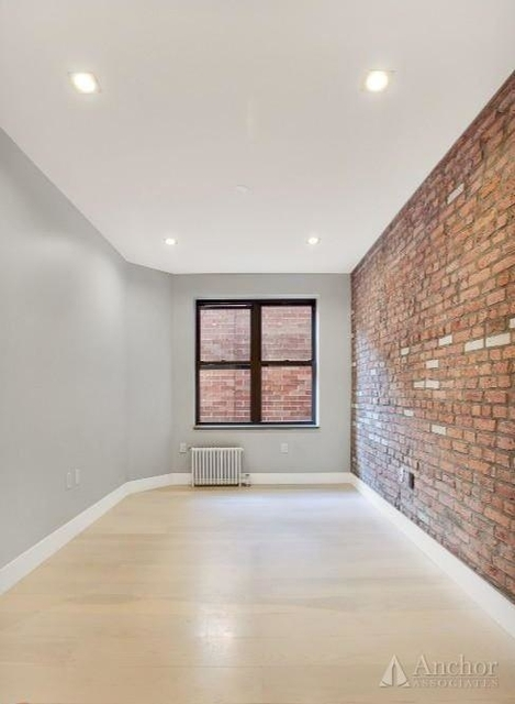 4 Bedrooms, Hell's Kitchen Rental in NYC for $4,000 - Photo 2