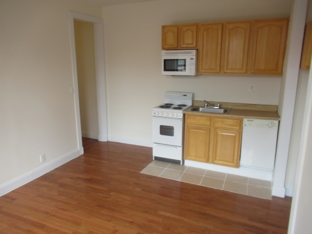 2 Bedrooms, Washington Heights Rental in NYC for $1,950 - Photo 2