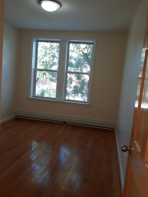 2 Bedrooms, Sheepshead Bay Rental in NYC for $1,700 - Photo 2