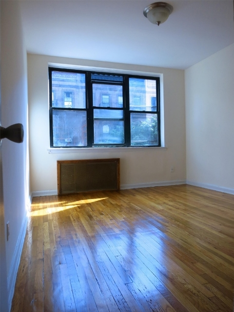 1 Bedroom, Yorkville Rental in NYC for $2,595 - Photo 2