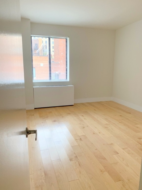 2 Bedrooms, Hell's Kitchen Rental in NYC for $4,825 - Photo 2