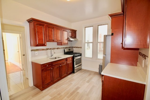 2 Bedrooms, Dyker Heights Rental in NYC for $2,395 - Photo 2