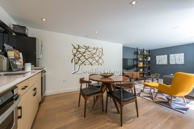 2 Bedrooms, Financial District Rental in NYC for $4,930 - Photo 2