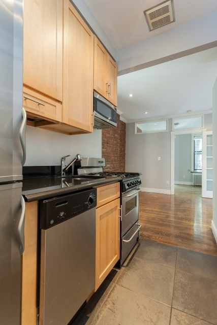3 Bedrooms, Chelsea Rental in NYC for $5,990 - Photo 2