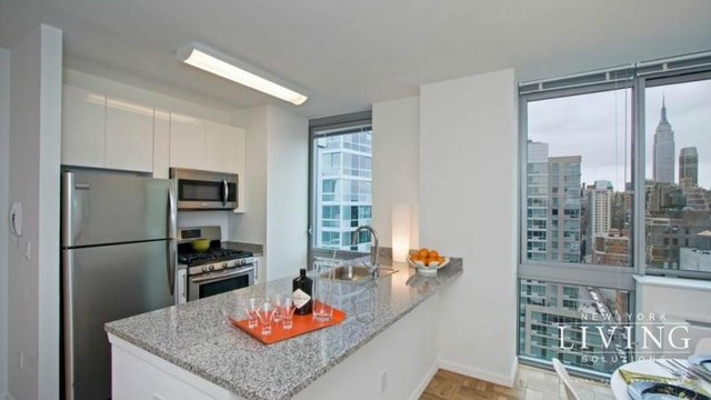 1 Bedroom, Hell's Kitchen Rental in NYC for $3,900 - Photo 2