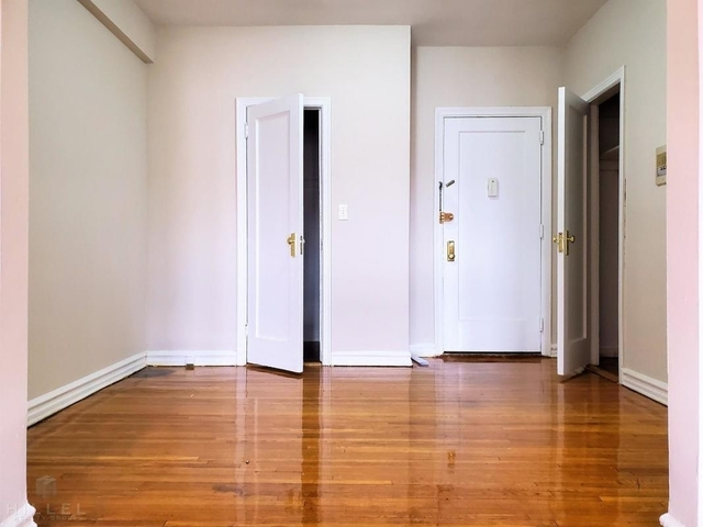 2 Bedrooms, Jackson Heights Rental in NYC for $2,500 - Photo 2