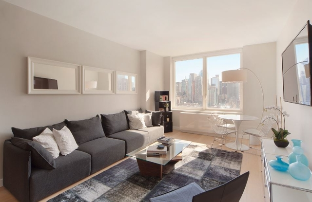 2 Bedrooms, Hell's Kitchen Rental in NYC for $6,485 - Photo 1