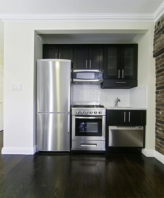 3 Bedrooms, Chelsea Rental in NYC for $5,815 - Photo 2