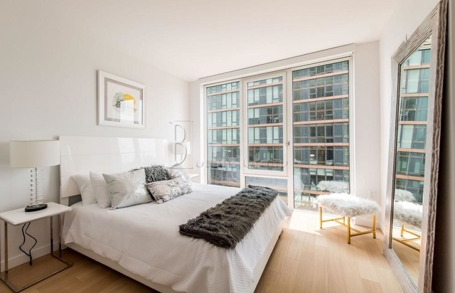 2 Bedrooms, Astoria Rental in NYC for $3,692 - Photo 2