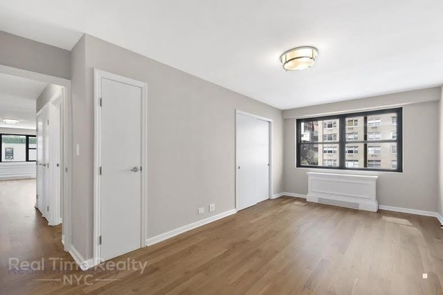 3 Bedrooms, Yorkville Rental in NYC for $5,200 - Photo 2